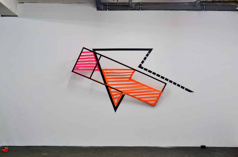 Arrow-voluminous-3d-duct-tape-graffiti-Ostap-2013