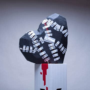 10000-kleine-pflaster-Herz-skulptur-Ostap-Vorschaubild