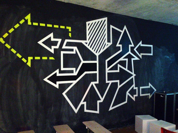 Pfeile-abstraktes-klebeband-tape-art-graffiti-2013