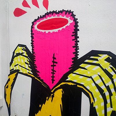 Banane- Pop-Art-Graffiti mit Klebeband- Beitragsbild