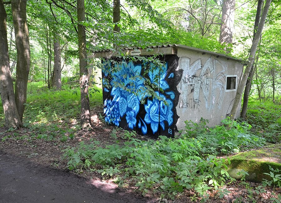 Blue Khokhloma Pattern- Folklore Graffiti in Spreewald forest- side view