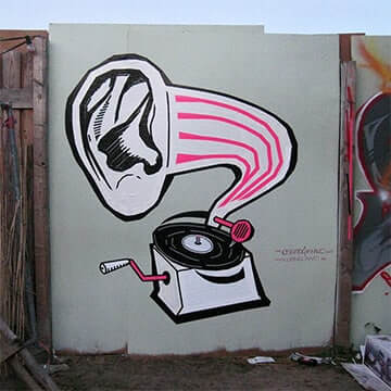 DJ-Deaf-tape-street-art-Ostap-2012-Vorschaubild