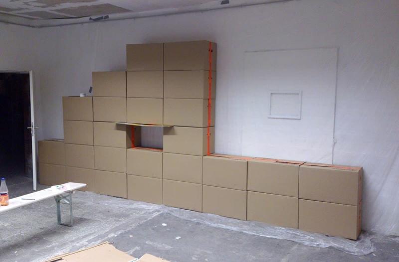 Karton-Stellwand Aufbau- Google Panda-indoor graffiti