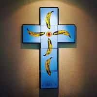 Pray-Kreuz-Stencil-Spray-Street-Art-Ostap-Vorschaubild