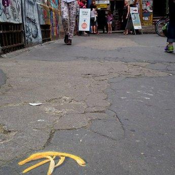 """Foto von """"Money underground""""- interaktive Street Art von Ostap"""