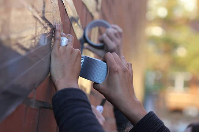 Making-of-graffiti-duct-tape-Art gives you wings-tape-art-workshop-Berlin2015