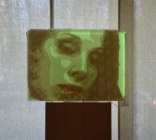 Frauen Porträt- 3D Kunst aus braunem Paketklebeband- Ostap 2014