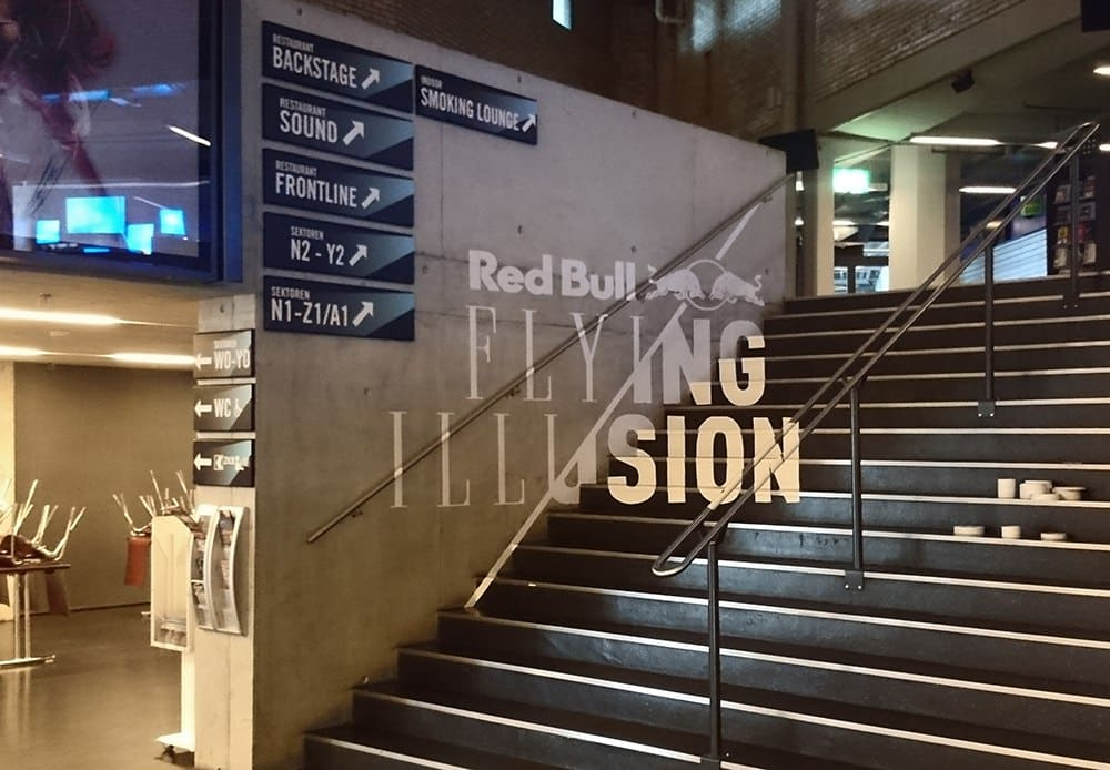 "Anamorphic Tape Art graffiti für ""Red Bull Flying Illusion"" Show in Zürich 2015"