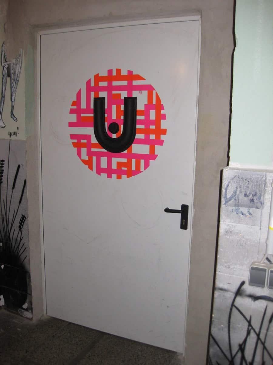 urban spree logo-3d klebeband tür graffiti-künstler ostap 2013