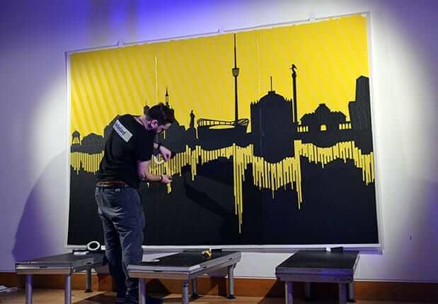 Entstehung von Tape-Art Stuttgart Skyline.