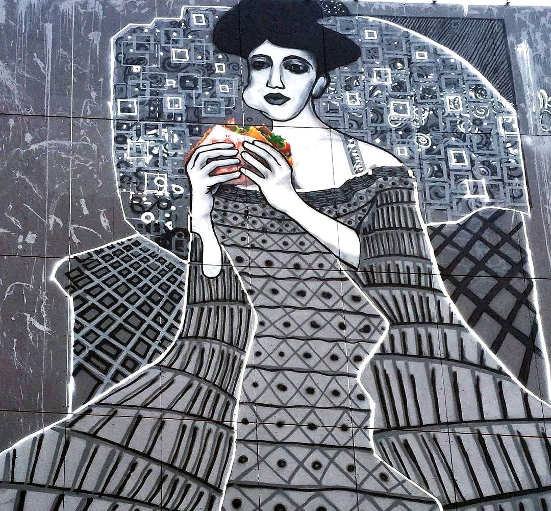 frau in beton adele mit d ner kebab street art von selfmadecrew. Black Bedroom Furniture Sets. Home Design Ideas