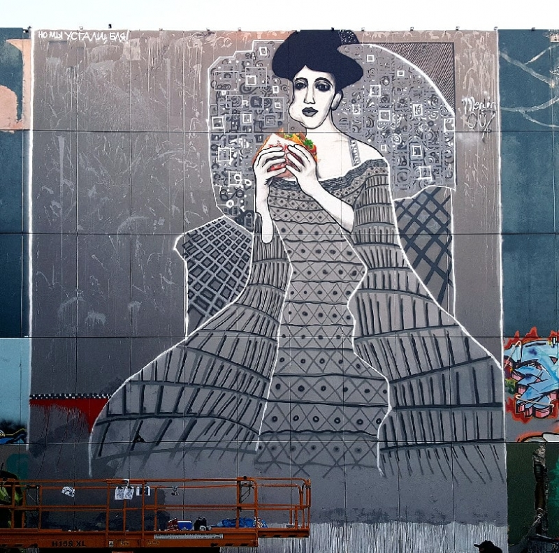 Lady in cement-Adele Bloch-Bauer with Kebab- street art by Selfmadecrew- Berlin Teufelsberg 2016
