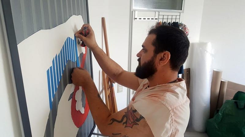 Bild 3- Ostap at work-Entstehung von Klebeband Kunst- Auftrag für Tesa