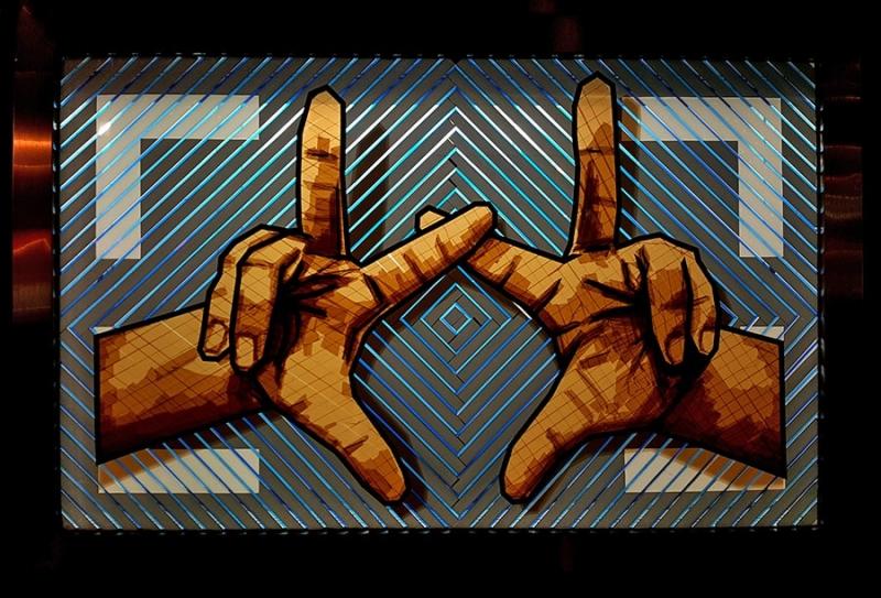 The Haende-Hände gekreuzte Finger-Klebeband-Kunst-The-Haus-Berlin-Art-Bang