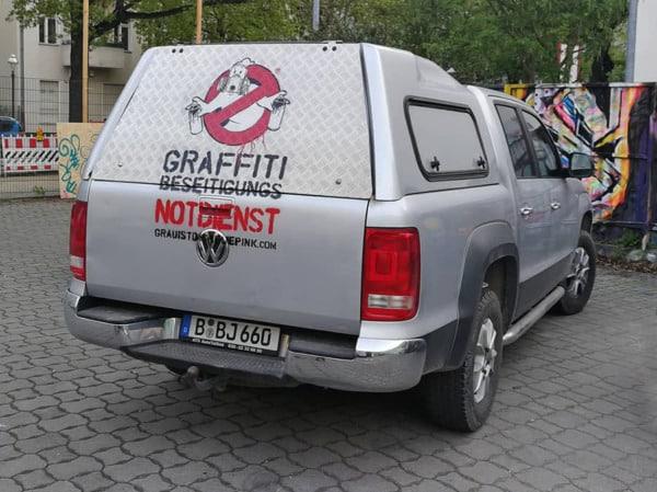 Graffiti Busters Dienstwagen- Schablonen Kunst- Ostap