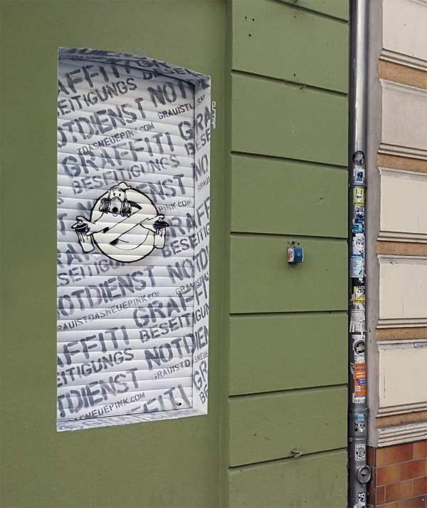 Graffitibeseitigungsnotdienst in Weiß- Street Art- Kultur Späti Friedrichshain