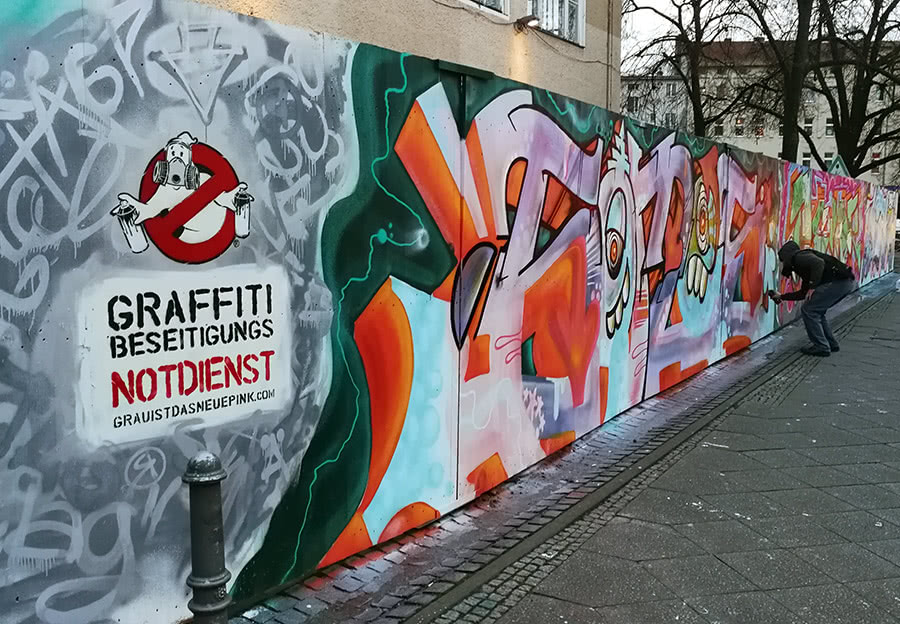 Graffiti removal emergency service- stencil graffiti by Ostap- Berlin 2018